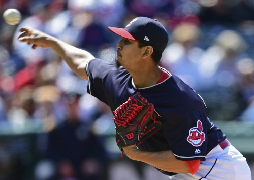 Cleveland Indians pitcher Carlos Carrasco hit by line drive, exits game vs. Minnesota Twins
