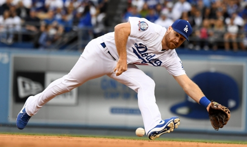 Dodgers starter Alex Wood subdues Giants as Kike Hernandez, Matt Kemp supply power