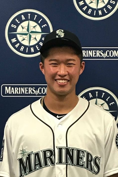 Mariners sign a pair of young left-handed pitchers from Pacific Rim countries