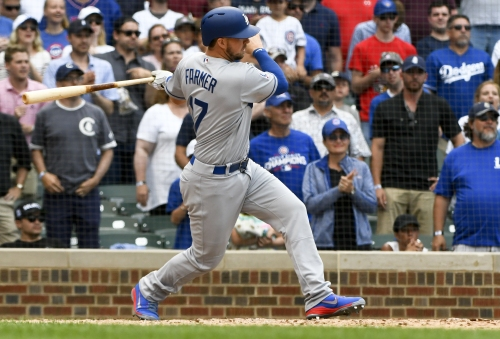 Kyle Farmer rescues Dodgers with two-run, pinch-hit double in 9th