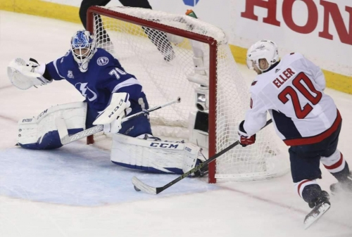 Lightning re-signs backup goalie Louis Domingue to 2-year deal