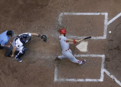 Cardinals show their Sunday punch, earn split with Brewers