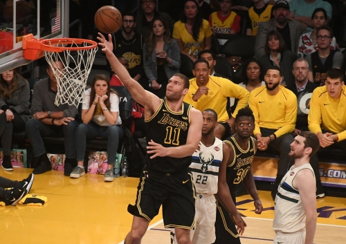 Bucks agree to deal with veteran center Brook Lopez