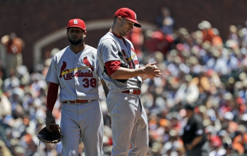 Cards still running in place with loss to Giants