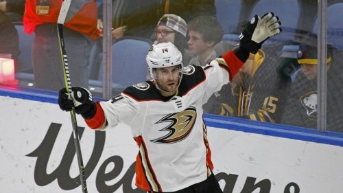Ducks agree to 5-year extension with Adam Henrique