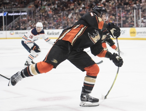 Ducks sign Adam Henrique to contract extension