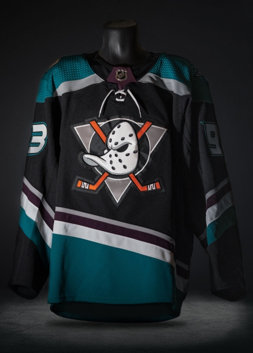Mighty Ducks throwback jersey unveiled for Anaheim Ducks' 25th anniversary
