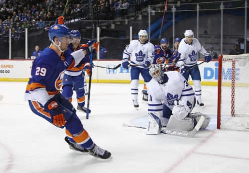 Brock Nelson Re-Signs with New York Islanders