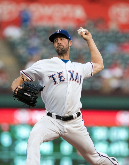 Cubs acquire Cole Hamels in trade with Rangers