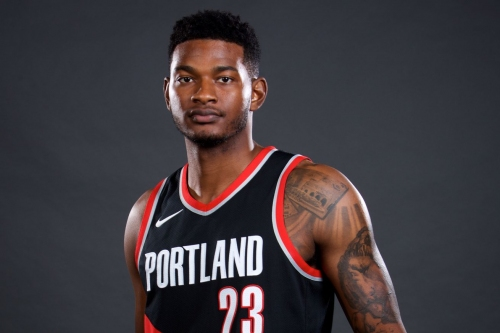 CJ Wilcox Signs Two-Way Contract with Pacers