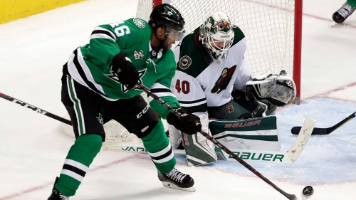 Stars sign centre Gemel Smith to 1-year contract