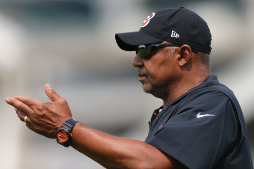 Marvin Lewis thinks he's funny (and maybe he is) as he plays a joke at Bengals training camp