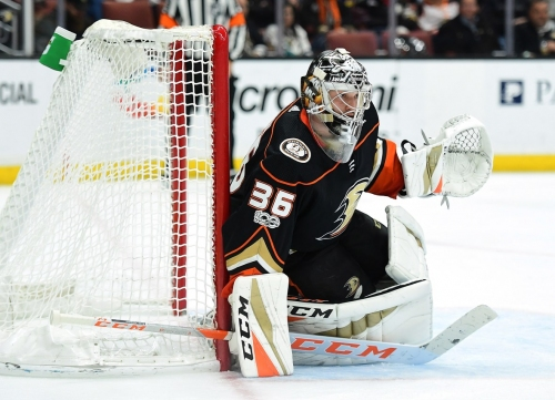 Ducks agree to 8-year extension with goalie John Gibson