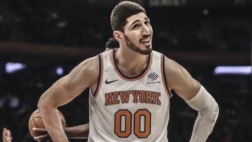 Knicks' Enes Kanter gets stuffed by the rim in pickup game