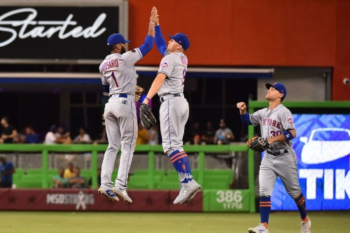 Zack Wheeler wins fifth straight, Rosario and Jackson each collect three hits