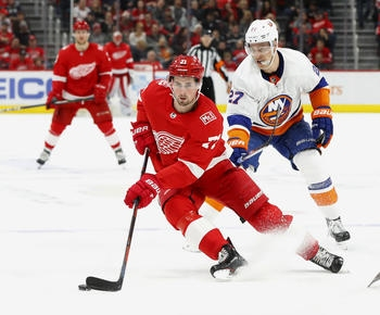 Dylan Larkin re-signs with hometown Red Wings in 5-year deal