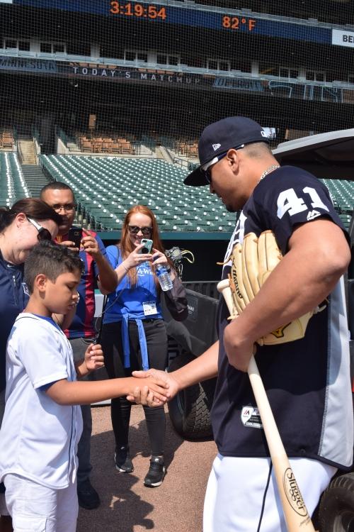 Detroit Tigers' Victor Martinez makes dream come true for Panamanian kid