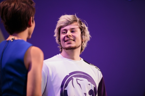 Overwatch League: LA Gladiators team up with Rams, Surefour to throw first pitch at Dodgers game