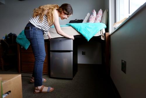 UA dorm move-in day