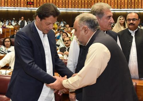 Pakistán: Parlamento elige a su presidente aliado de Khan