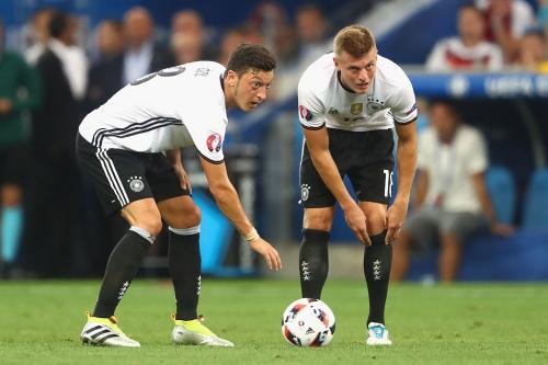 Toni Kroos slams Mesut Ozil over Germany retirement