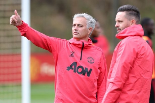Manchester United call three youngsters up to first team training ahead of Brighton