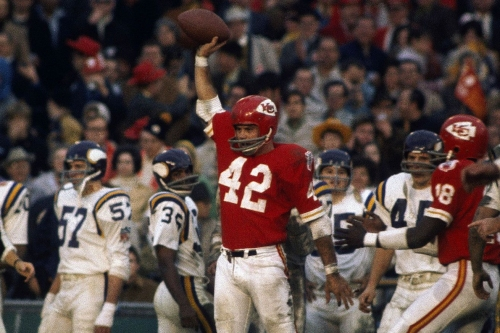 Chiefs great Johnny Robinson named Seniors Finalist for the Pro Football Hall of Fame