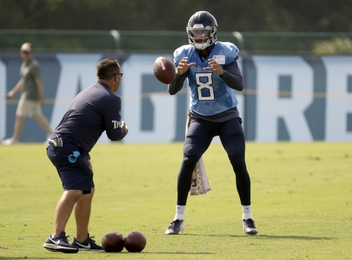 From Hawaii to the honky-tonk: Nashville's in love with Marcus Mariota