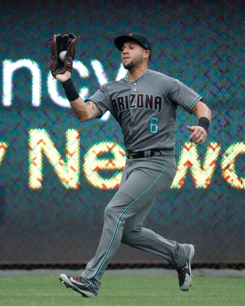 Arizona Diamondbacks left fielder David Peralta making strides on defense