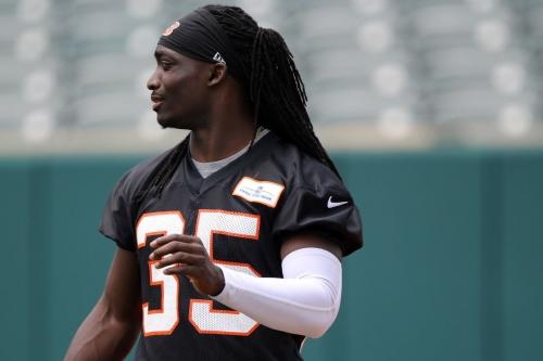 Bengals lose Davontae Harris to knee injury vs. Cowboys