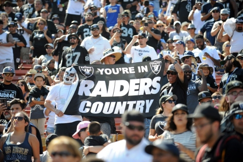 Raiders vs Rams recap: Big Raider Nation turnout watches Warren carry the load, QB's drop one