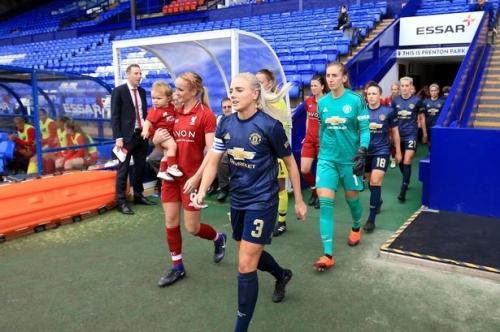 Manchester United Women make perfect start as Lizzie Arnot grabs winner against Liverpool