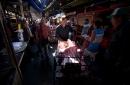 Venezolanos se preparan para nueva moneda y otras medidas