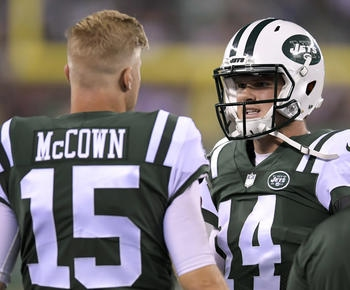 Jets' Josh McCown still leads, competes even as Darnold emerges