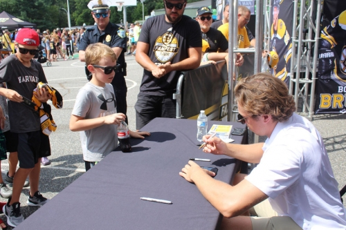 Charlie McAvoy arrives in Springfield for Boston Bruins' Fan Fest Tour at Forest Park (photos/video)