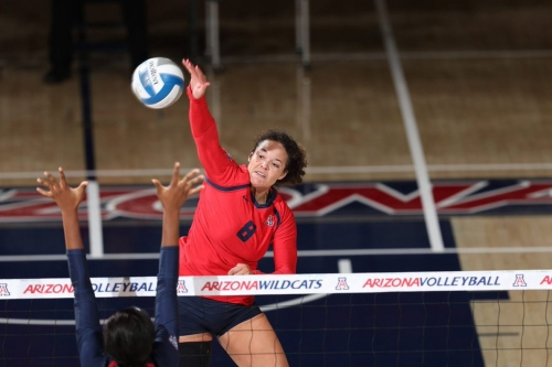 Despite career day from Kendra Dahlke, Arizona takes first loss of the season