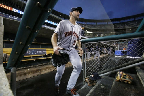 Verlander saluted back at Comerica, Astros beat Tigers 3-2