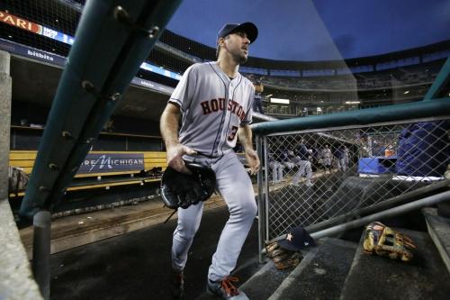 Verlander wins in return to Detroit as Astros top Tigers 3-2