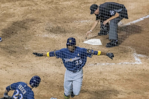 Granderson keys Brewers 5-1 win over Cubs; Crew back within one game of first
