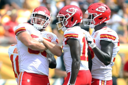 Patrick Mahomes dazzles, as Chiefs beat Steelers 42-37