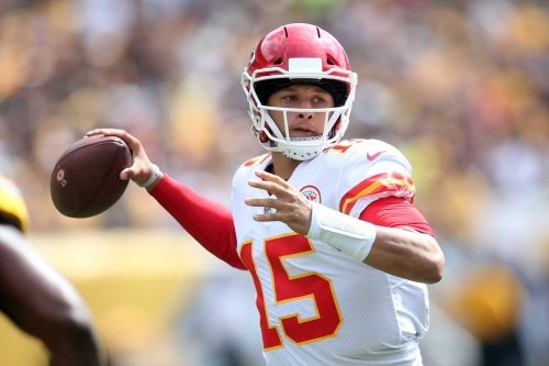 Twitter reacts to Patrick Mahomes' insane game against the Steelers
