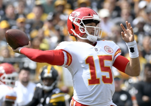 Patrick Mahomes throws 6 TDs, Kansas City Chiefs hold off Pittsburgh Steelers