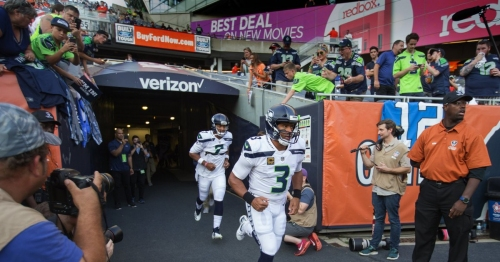 Photos: Seahawks take on the Bears in Monday Night Football