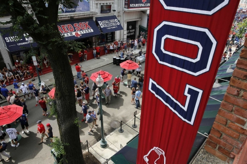 Boston Red Sox can't hang 2018 division banner just yet -- some fans in Somerville have it