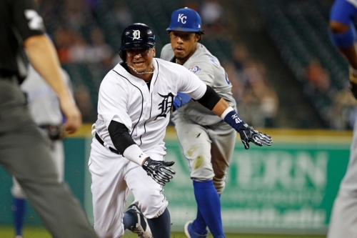 Lopez gets rocked as the Royals fall 11-8 to the Tigers in a shootout