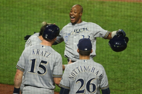 Brewers come back after 2+ hour rain delay, ride 6 run 6th to 8-3 win