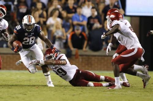 Auburn wins ugly over Arkansas to net first SEC win