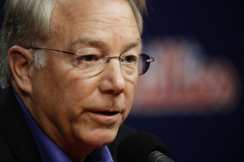 Phillies' MacPhail hints at conservative offseason approach