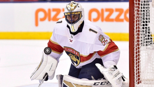 Panthers' Roberto Luongo leaves game vs. Lightning with apparent leg injury