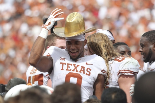 Texas climbs into top 10 in this week's AP Top 25